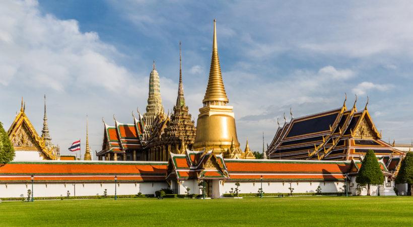 Wat_Phra_Kaew_by_Ninara_TSP_edit_crop